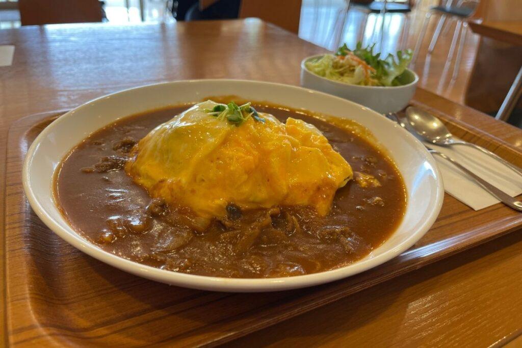 県産牛ハヤシライスふわふら卵かけ1