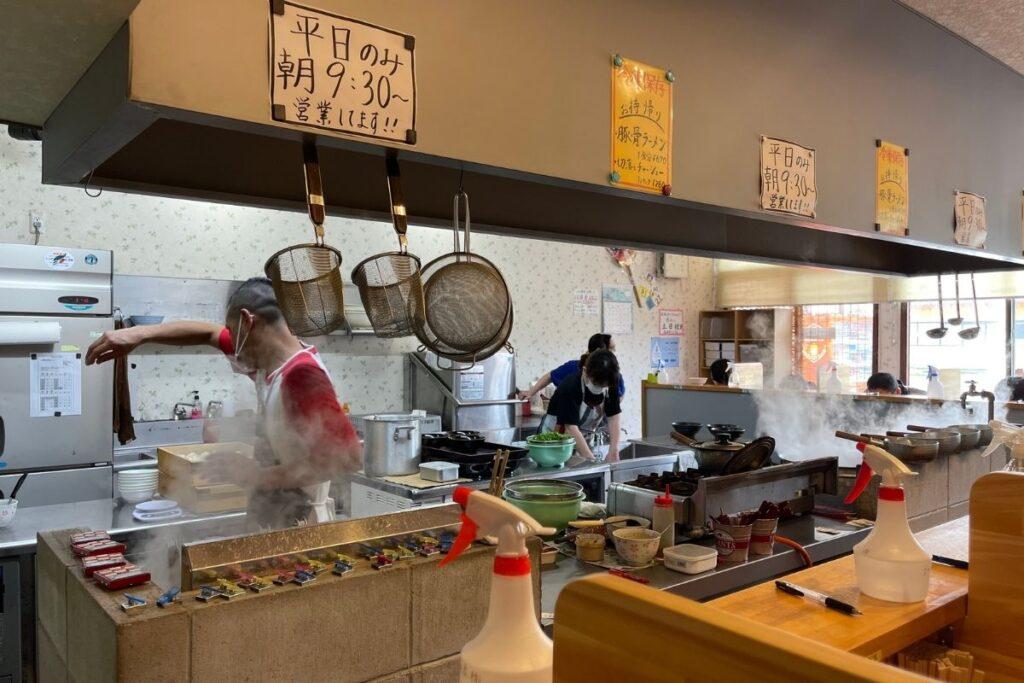 ラーメン加藤 厨房