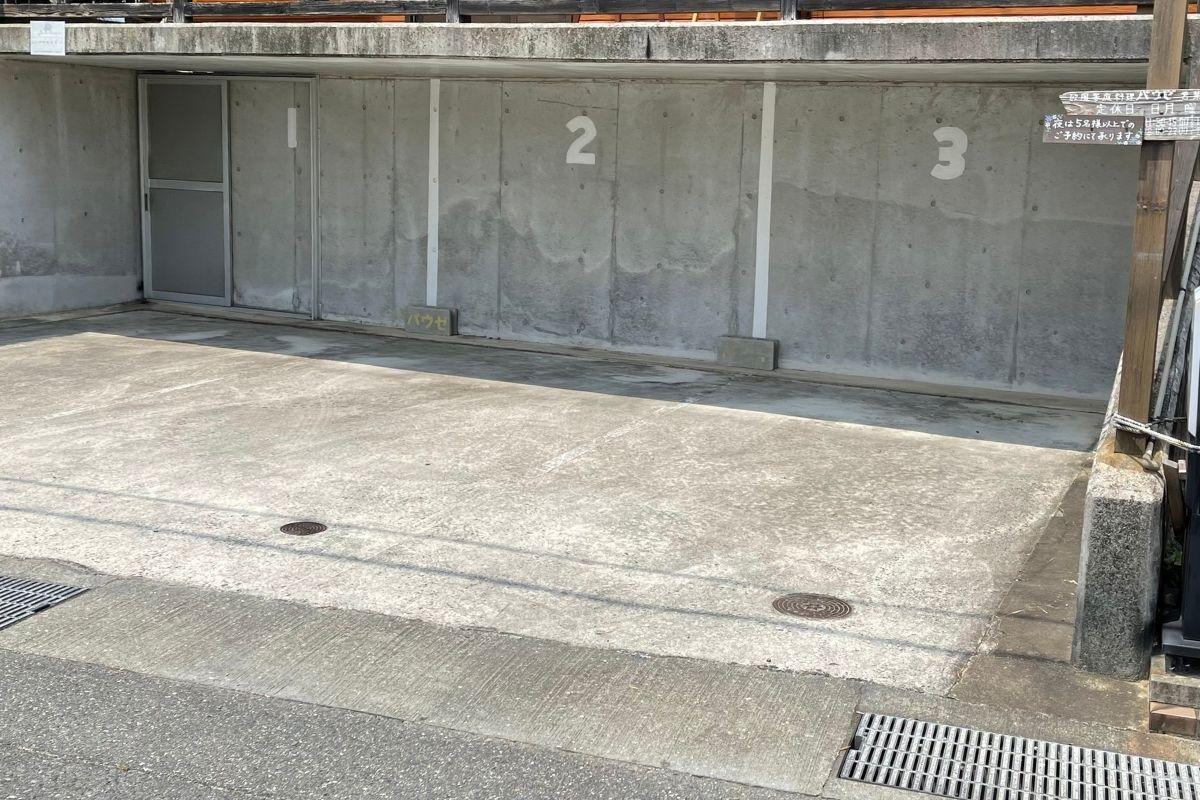 パウゼ 駐車場1