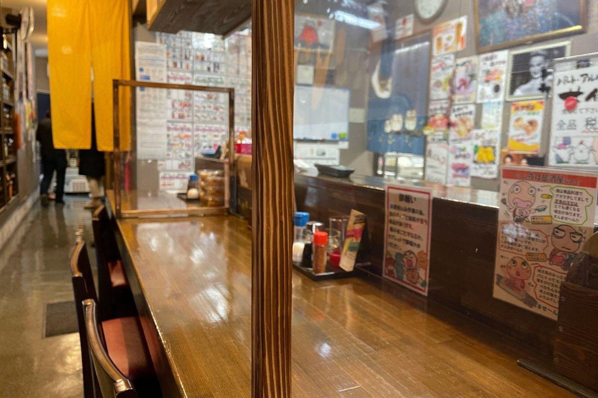 亀亀萩店 カウンター