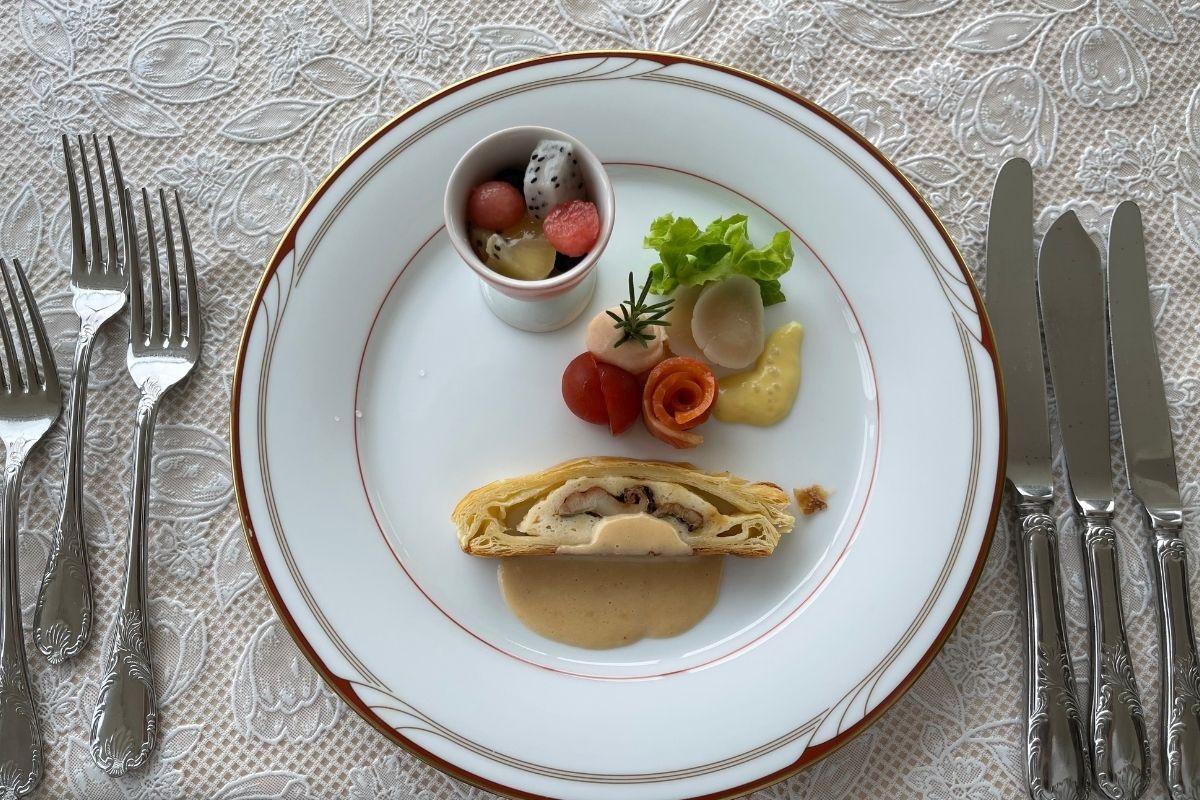 フルーツのはちみつ風味 シーフードのサラダ 穴子のパイ包み焼き