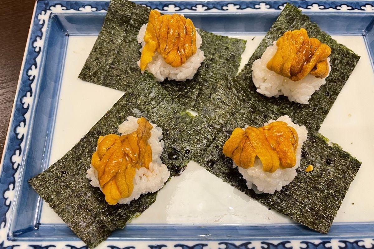 生赤ウニの包み寿司