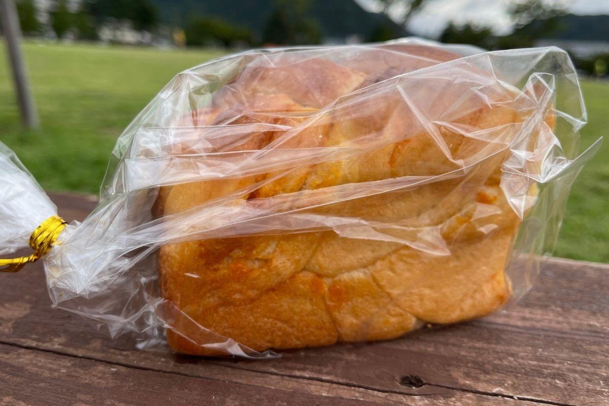 にんじんパン(350円)