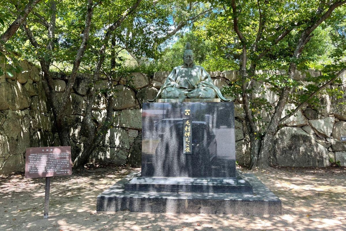 毛利輝元銅像