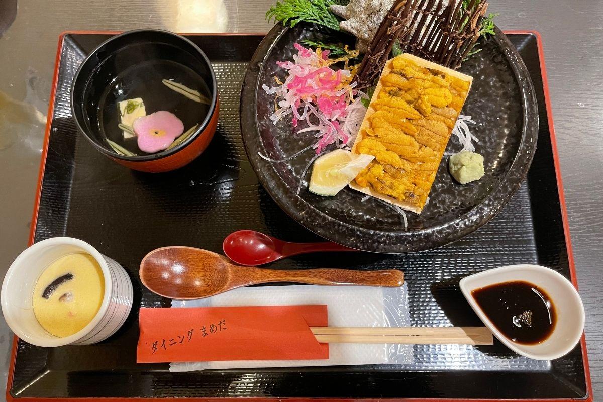 うに・いか丼(2000円)