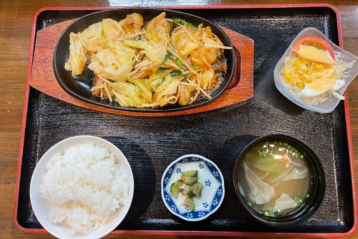 ホルモン鉄板定食(1480円)