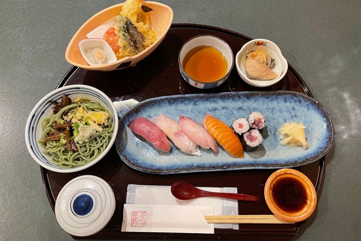 にぎり天ぷら膳(1500円)