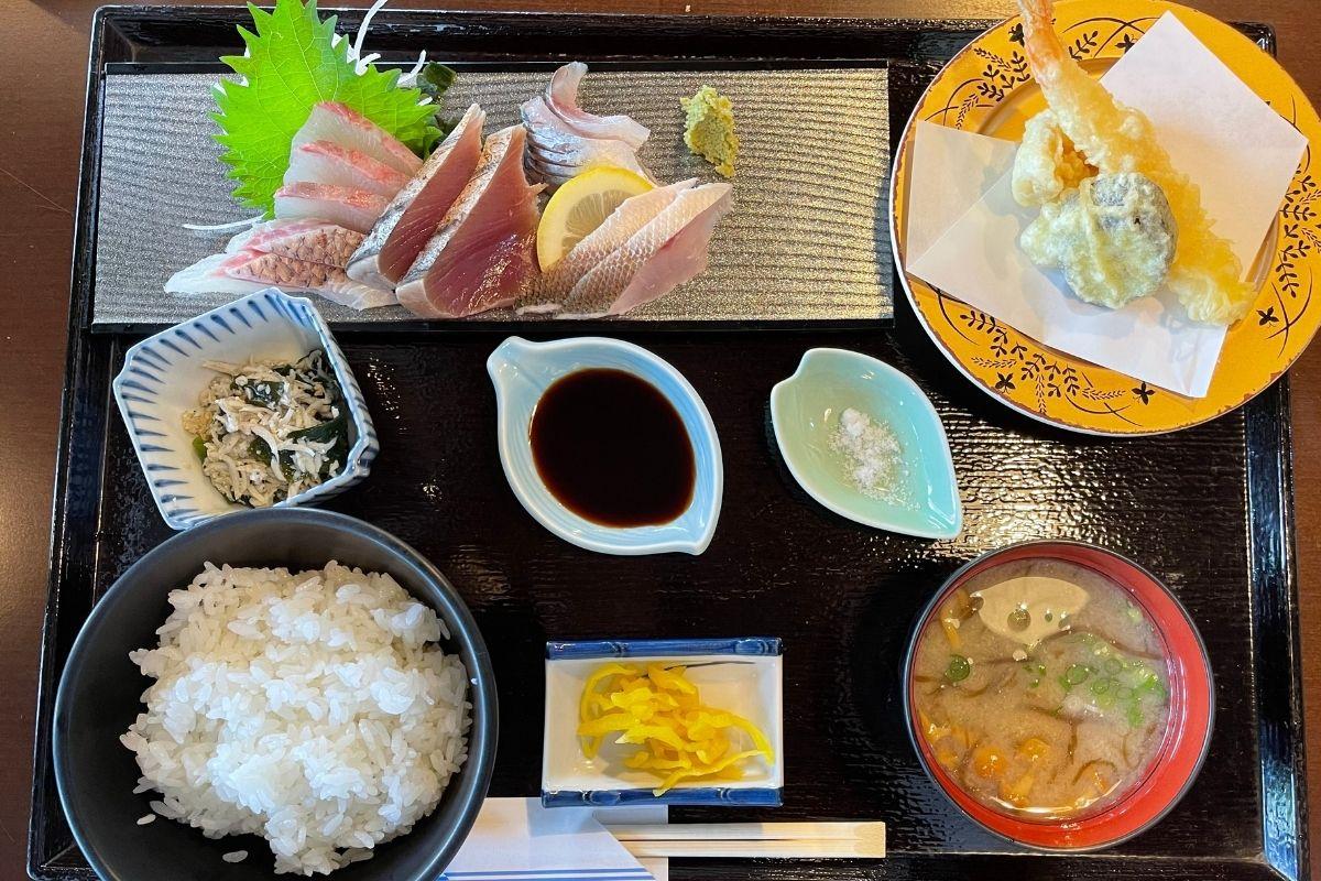 刺身定食(1650円)