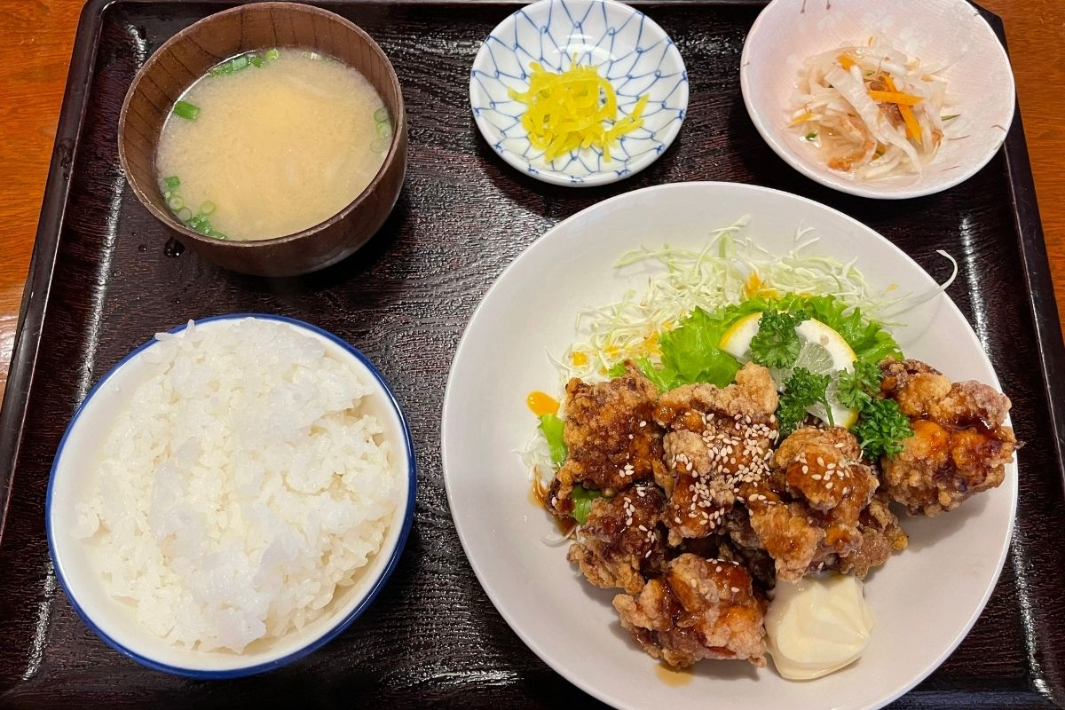 鳥唐たれかけ定食(850円)