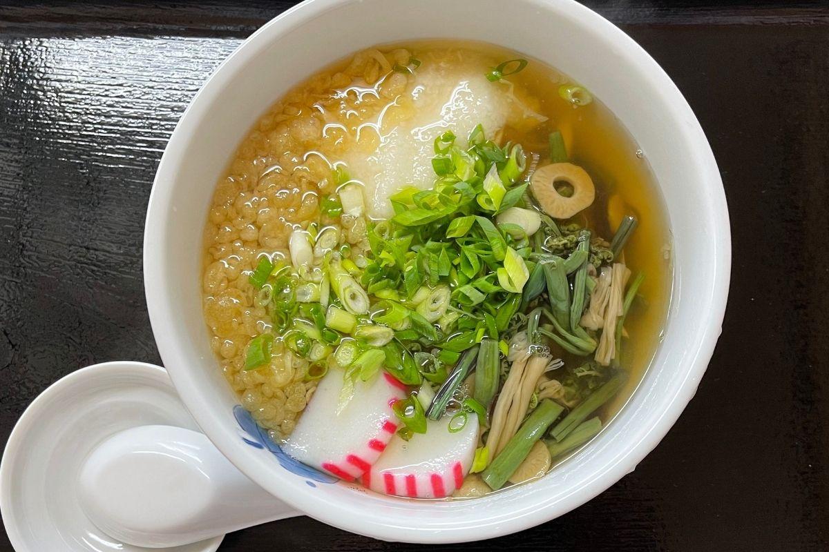 たぬき 山菜とろろうどん(700円)