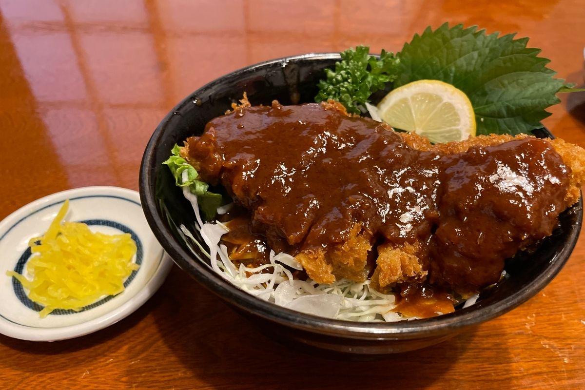 ふるさと家族 むつみ豚ソースカツ丼(900円)