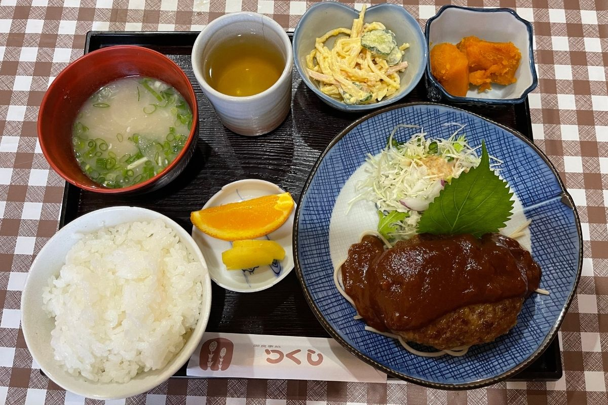 つくし ハンバーグ定食(850円)