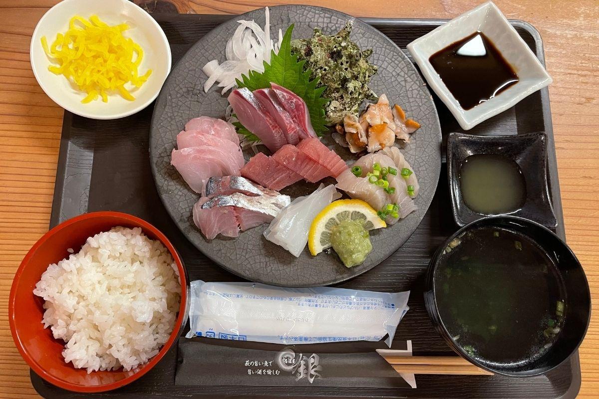 銀 刺身定食(1300円)